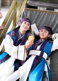 Main couple of Hwarang ❤ love these two Park Hyung Sik Hwarang, Joon Hyung, Park Hyung Shik, Asian Actors, Korean Actors, Go Ara, Oppa Gangnam Style, Korean Star, Kdrama Actors