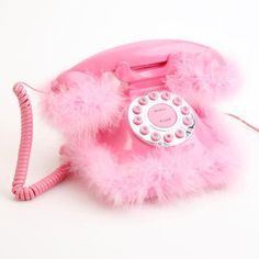 TOO CUTE! MARABOU BOA IS ALL YOU NEED TO DIY. Telefone Pluma Rosa