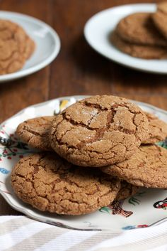 Perfectly chewy and delicious Pumpkin Molasses Cookies! Made with pumpkin, cinnamon ginger and molasses, these are the best cookies ever! Crispy on the outside, soft and chewy on the inside. Pumpkin Recipes, Fall Recipes, Cookie Recipes, Dessert Recipes, Holiday Recipes, Pumpkin Foods, Pumpkin Spice, Baking Recipes, Just Desserts