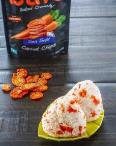 Onigiri (Japanese rice balls) made with carrot chips . the carrot chips get soft and chewy from the steam of the hot rice. Perfect for a summer bento! Easy Japanese Recipes, Japanese Food, Carrot Chips, Onigirazu, Vegetable Chips, Afternoon Snacks, Gourmet Recipes, Holiday Recipes, Rice Balls