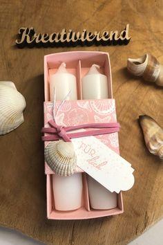 Meine Kerzenverpackung im Herbst kam supergut an, hier habe ich jetzt eine sommerliche Variante für dich. Die Kerzen sind diesmal kleiner aber dafür umso schöner... Als kleines Mitbringsel super geeignet und total fix gemacht! #kreativierend #stampinup #kerzenverpacken #geschenk #kleinesmitbringsel #su #kreativinrastede Stampinup, Super, Small Candles, Book Folding, Papercraft, Stocking Stuffers, Arts And Crafts, Creative Ideas