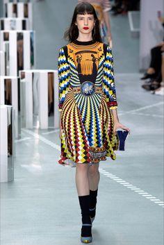 Guarda la sfilata di moda Mary Katrantzou a Londra e scopri la collezione di abiti e accessori per la stagione Collezioni Primavera Estate 2017.