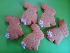 Simple bunny tails gingerbread biscuits