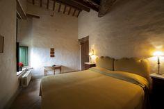 Bedroom. Depandance, Casa Telesforo, 8 people #historicresidence #villacentofinestre #destinazionemarche   www.villacentofinestre.com