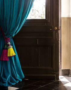 Confection en tissu CORTO prusse Hallway Decorating, Interior Decorating, Interior Design, Curtain Room, Window Drapes, Bedroom Doors, My Dream Home, Window Treatments, Home Accessories