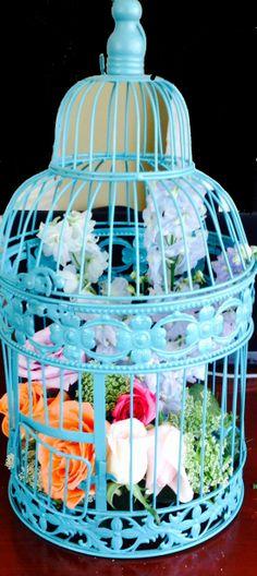 Riviera Maya weddings / Bodas Jaula vintage con flores centro de mesa