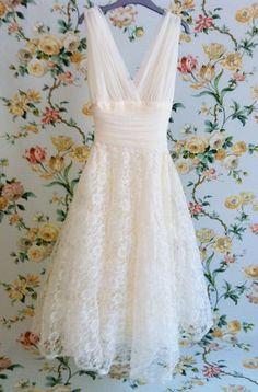 1950's Corset Cream Halter Tea-Length Lace Wedding Dress. Marilyn Monroe Style.