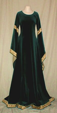 emerald velvet dress--velvet isnt accurate but agh, such beautiful fabric!! with a gold girdle this would be gorgeous, sorta invoking john singer sargent's portrait of lady macbeth (minus the beetle wing fabric)