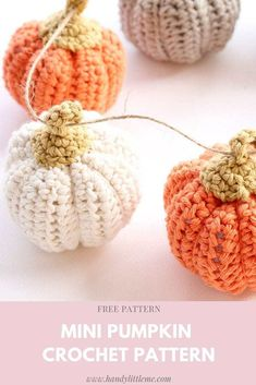 Make your own mini crochet pumpkins this fall to decorate your home or to dress your table at Thanksgiving. Free pumpkin crochet pattern that is easy for any beginners. Take a look at the easy pattern with video tutorials to help you. Crochet Geek, Crochet Fall, Holiday Crochet, Crochet Gifts, Diy Crochet, Beginner Crochet, Beginner Knitting, Crochet Stitches, Crochet Pumpkin Pattern