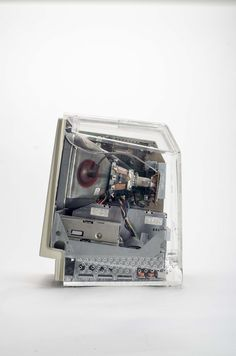 https://flic.kr/p/p1hS5x | Macintosh SE with clear display case | Not much is known about this. It appears to be a sales tool for the Macintosh SE. The only label on it states: CAUTION!!! Computer must NOT  be connected to power source while display case is installed, since EMI emissions may occur. This product is not FCC approved, and should only be used for display purposes ONLY.
