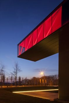 Image 10 of 17 from gallery of Enjoy Concrete HQ / Govaert & Vanhoutte Architects. Photograph by Tim Van De Velde Cantilever Architecture, Architecture Design, Minimalist Architecture, Light Architecture, Amazing Architecture, Contemporary Architecture, Contemporary Houses, Halle, Building Extension