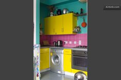 Love these colors in the kitchen!
