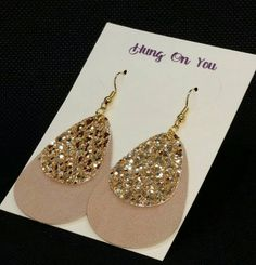 Excited to share the latest addition to my shop: Tan faux suede teardrop earrings with a gold glitter accent. Source by earrings Diy Leather Earrings, Bow Earrings, Teardrop Earrings, Leather Jewelry, Earrings Handmade, Handmade Jewelry, Cute Jewelry, Diy Jewelry, Jewelry Design