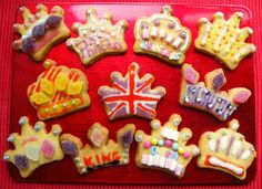 These fab crown biscuits would be a super treat for a Royal wedding party! Queens Birthday Party, Queen 90th Birthday, Royal Tea Parties, British Party, British Values, Eyfs Activities, Holiday Club, Wedding Activities, Thinking Day