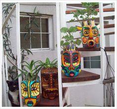 New garden art ideas reuse creative Ideas Plastic Bottle Planter, Plastic Bottle Crafts, Recycle Plastic Bottles, Recycled Bottles, Recycled Crafts, Diy And Crafts, Bottle Garden, Bottle Painting, Maya Angelou