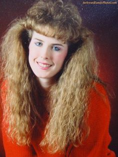 View the Funniest & Most Awkward Glamour Shots Pictures at Awkward Family Photos. Blonde Balayage Highlights, Bad Hair Day, Vintage Hairstyles, Girl Hairstyles, 1980s Hairstyles, Look 80s, Pelo Vintage, Awkward Family Photos, Glamour Shots