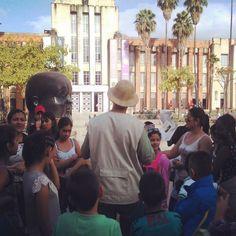 Niños del municipio de San Carlos Antioquia disfrutaron de Una noche en el Museo y se despertaron temprano para realizar un recorrido por la Plaza Botero.