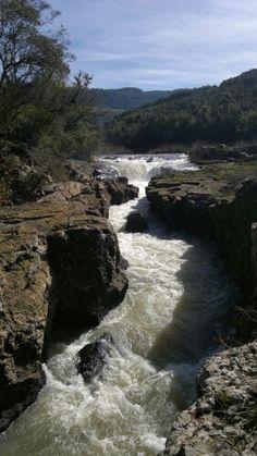 O som das águas doRio Pulador batendo nas rochas é algo indescritivel...Dá uma sensação de paz...