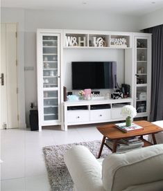 Ikea Hemnes- use in new room but as a reading nook with books around Basement family room? Living Room White, White Rooms, Home Living Room, Living Spaces, Small Living, Living Room Furniture Arrangement, Living Room Inspiration, Style At Home, Family Room