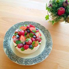 シフォンケーキ A Food, Food And Drink, Baby Event, Chiffon Cake, Japanese Sweets, Fresh Fruit, Fruit Salad, Panna Cotta, Cake Recipes