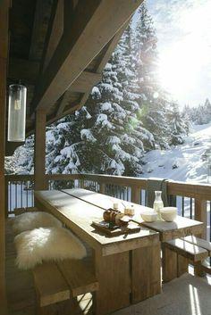 Chalet Höhe Courchevel Holzhaus in Savoie Chalet Design, Chalet Style, Design Design, Winter Balcony, Winter Porch, Winter Cabin, Winter House, Winter Snow, Cabins In The Woods