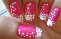 Diseños de uñas con puntos o lunares, diseño de uñas con puntos bicolor.   #decoraciondeuñas #decoratednails #uñasdiscretas