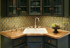 How To Organize A Small Kitchen And Get More Space - corner kitchen sink decor Corner Sink Kitchen, Corner Sink, Kitchen Remodel, Kitchen Design, Kitchen Sink Decor, Bedroom Furniture Redo, Sink Design, Kitchen Interior, Sink