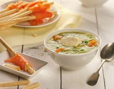 A rich soup with a unique flavour: the light anise of fennel, the soft creaminess of garden peas, and the saltiness of smoked salmon. Delicious, healthy, and easy to make! Fennel Soup, Smoked Salmon, Easter Recipes, Vinegar, Healthy, Ethnic Recipes, Easy, Spain, Food