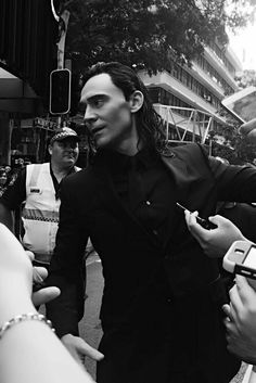 Read Your favorite photo of him from the story Marvel Avengers preferences & imagines by Rhmroomans (Robin💕) with reads. Tom Hiddleston Loki, Thomas William Hiddleston, The Avengers, Marvel Actors, Marvel Avengers, Marvel Comics, Loki Laufeyson, Loki Thor, Loki Aesthetic