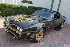 Black Bandit Bad to the Bone Trans Am Classic Trucks, Classic Cars, Bandit Trans Am, 1979 Camaro, Vintage Car Party, Smokey And The Bandit, Pontiac Firebird Trans Am, Chevy Muscle Cars, Big Rig Trucks