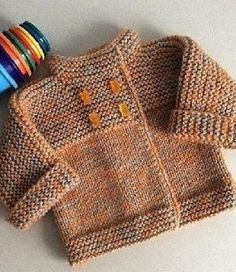 Детская кофта спицами  Кофта-курточка для самых маленьких, которую можно связать длстаточно быстро. Вначале вяжется левая полочка кофты, затем правая и обе части соединяются в единое изделие и далее следует вязать спинку. Вся кофта, которая кстати сказать получается очень теплая, связана всего двумя разными узорами: платочной и чулочной вязкой. Кофточка застегивается на два ряда пуговиц. Чтобы кофта получилось наиболее теплой свяжите к ней воротник -стойку, которая защитит от ветра и…