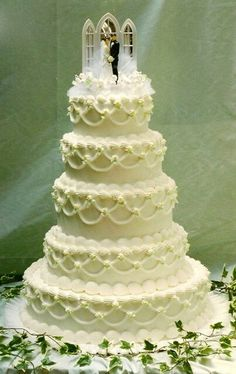 Another wedding cake picture on Throwback Thursday from 10/09/13 Facebook post.
