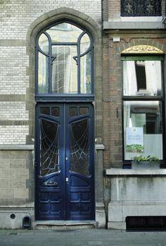 Art Nouveau in de wijk Zurenborg in Antwerpen. Ga je een weekendje naar Antwerpen en wil je weleens wat anders? Ontdek dan bijzondere wijken, zoals Zurenborg, in Antwerpen | Mooistestesentrips.nl