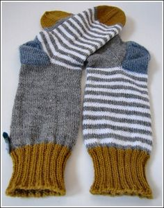 ideas for knitting charts mittens posts Toddler Knitting Patterns Free, Infinity Scarf Knitting Pattern, Beanie Knitting Patterns Free, Knitting Socks, Knitting Charts, Lots Of Socks, Knitted Hats Kids, Infinity Scarfs, Socks