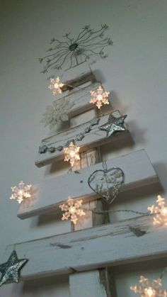 Wood / Pallet, Christmas tree Just the inspiration I was looking for!  Could use the tile pieces from the bathroom Reno.