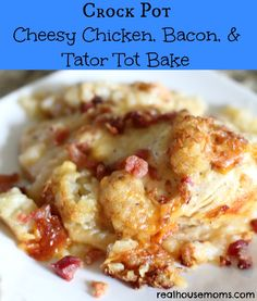 Crock Pot Cheesy Chicken, Bacon, & Tator Tot Bake IIngredients 1 ounce) bag tater tots 3 ounce crumbled bacon pieces 1 lb skinless chicken breasts cups grated colby cheese cups grated monterey jack pepper cheese ¾ cup milk salt and pepper Crock Pot Food, Crockpot Dishes, Crock Pot Slow Cooker, Slow Cooker Recipes, Crockpot Recipes, Cooking Recipes, Crock Pots, Cheesy Chicken, Chicken Bacon