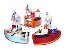 Kits de presente feitos com barquinhos de oferendas para Iemanjá. Mais original impossível! E você ainda pode escolher os ítens ;)