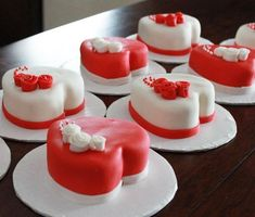My Valentine mini cakes Valentines Day Cakes, Valentine Desserts, Valentine Cookies, Fondant Cake Designs, Fondant Cakes, Cupcake Cakes, Teachers Day Cake, Little Cakes, Small Cake