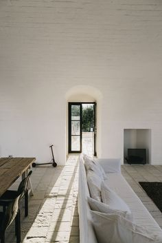 Exploring Masseria Moroseta, a new bed and breakfast set in the hills of the Italian countryside, in Puglia, by Barcelona-based…