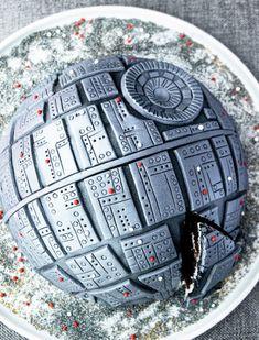 Star Wars Birthday Cake, Star Wars Cake, Star Wars Party, Birthday Cakes, Boy Birthday, War Cake Recipe, Death Star Cake, Trifle Pudding, Strawberry Desserts