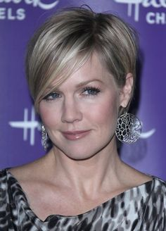 Jennie Garth's new cropped hairstyle | SheKnows CelebSalon