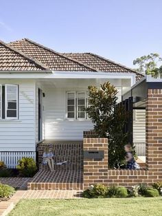 Weatherboard Exterior, Exterior Siding Colors, Garage Exterior, Exterior Cladding, Exterior Remodel, Modern Exterior, Cottage Exterior, Exterior Paint Sherwin Williams, House Paint Color Combination