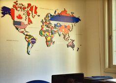 Leandro Selister - Mapa-Múndi em Mdf e Adesivo – Decorativo – Bandeiras - http://leandroselister.com.br/loja/mapas-em-mdf-e-adesivos/mapa-em-adesivo-continentes-bandeiras/