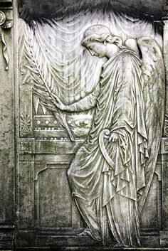 The angel with the palm fronds...         Cimetiere du Pere Lachaise, Paris - France