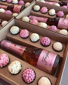 Find images and videos about food, sweet and yummy on We Heart It - the app to get lost in what you love. Edible Bouquets, Dessert Boxes, Chocolate Covered Strawberries, Macaron, Food Packaging, Cute Food, Creative Gifts, Chocolate Recipes, Truffles