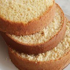 Hoje eu preparei para você um passo a passo de como fazer bolo com emulsificante que é uma massa profissional e que pode ser usado para fazer bolo de festa, casamento, aniversário. Essa receita de bolo com emulsificante tem um sabor incrível e é uma massa fácil de manusear, perfeita para qualquer tipo de bolo