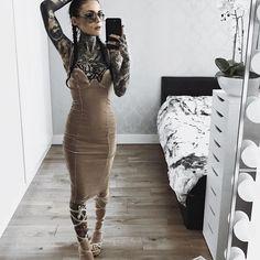 ✨sending nudes be like. Hot Tattoo Girls, Tattoed Girls, Inked Girls, Tattoed Women, Hot Tattoos, Body Art Tattoos, Girl Tattoos, Arabic Tattoos, Monami Frost