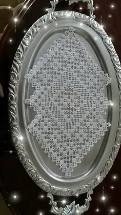 This Pin was discovered by HUZ Crochet Doily Patterns, Crochet Art, Thread Crochet, Crochet Crafts, Crochet Doilies, Free Crochet, Fillet Crochet, Lace Doilies, Chrochet