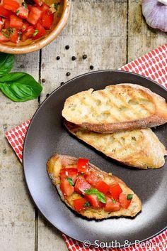 Ben je op zoek naar een makkelijk maar lekker Italiaans hapje? Met de klassieker: bruschetta met tomaat en basilicum s