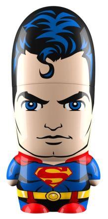 Si vous souhaitez une clé USB originale, nous avons déniché pour vous le cadeau parfait réservé aux fans de Superman ! D'une capacité de 4 Go, la super-mémoire de Clark Kent vous suivra parto…